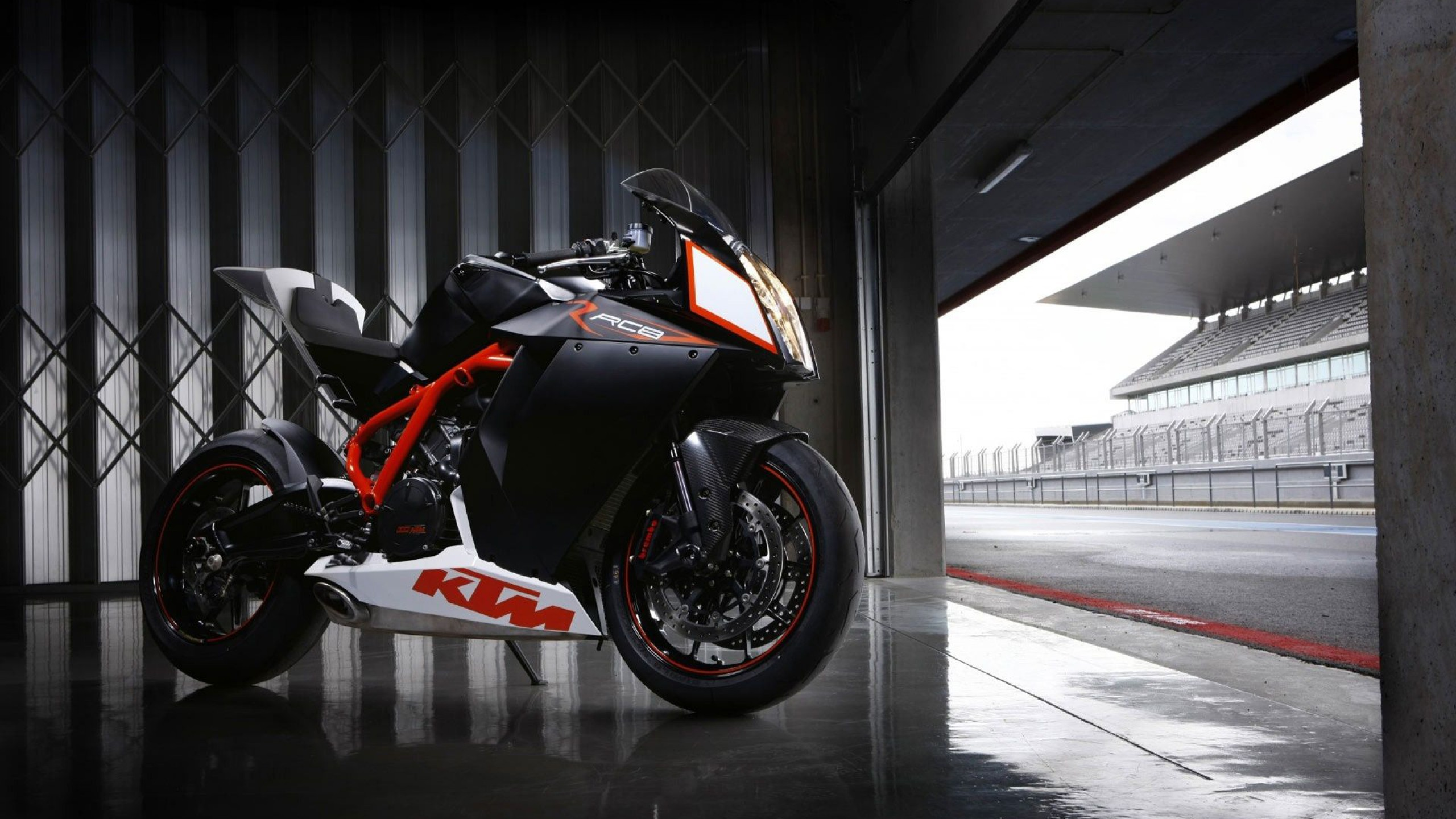 KTM Duke 690 Freestyle Bike HD Wallpaper Pictu 2139 2560x1440