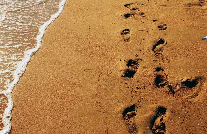 Footprints in the sand Wallpaper 720x467