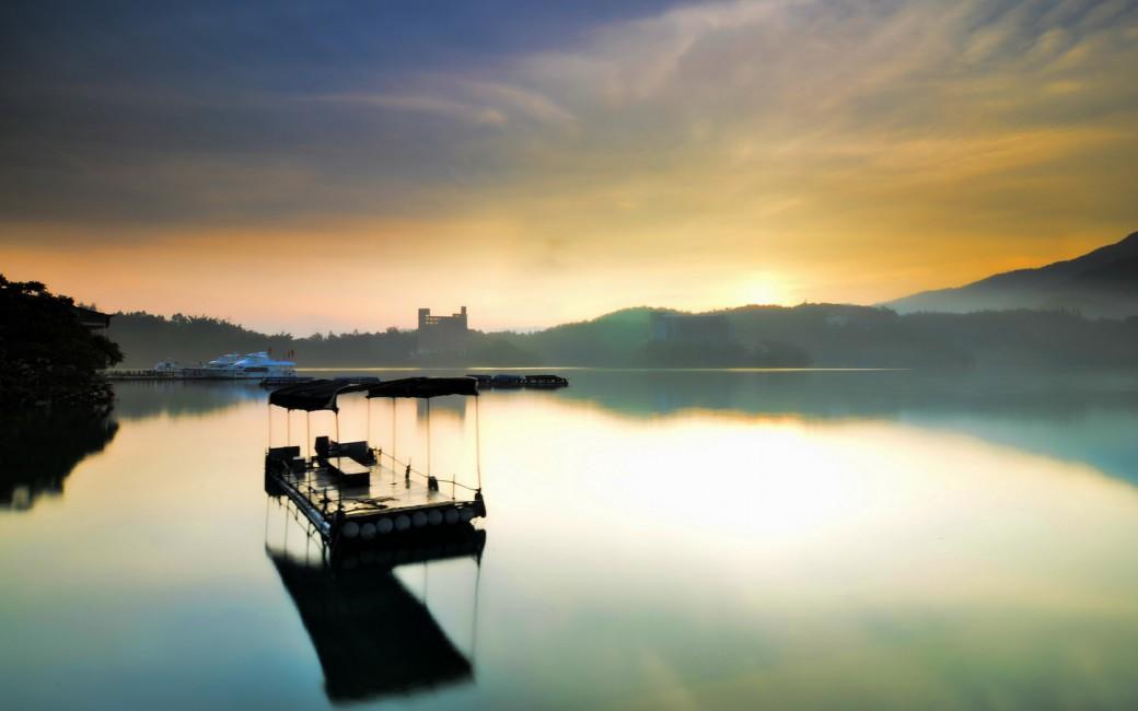 Raft Morning Lake Mountains Fog   Stock Photos Images HD 1040x650