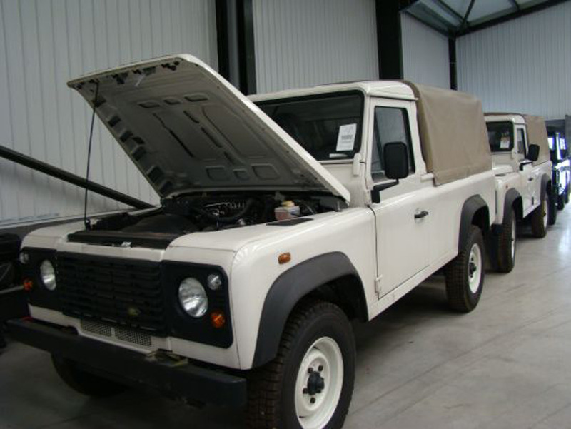 Land Rover Defenders for sale Photo Gallery   Autoblog Canada 800x601