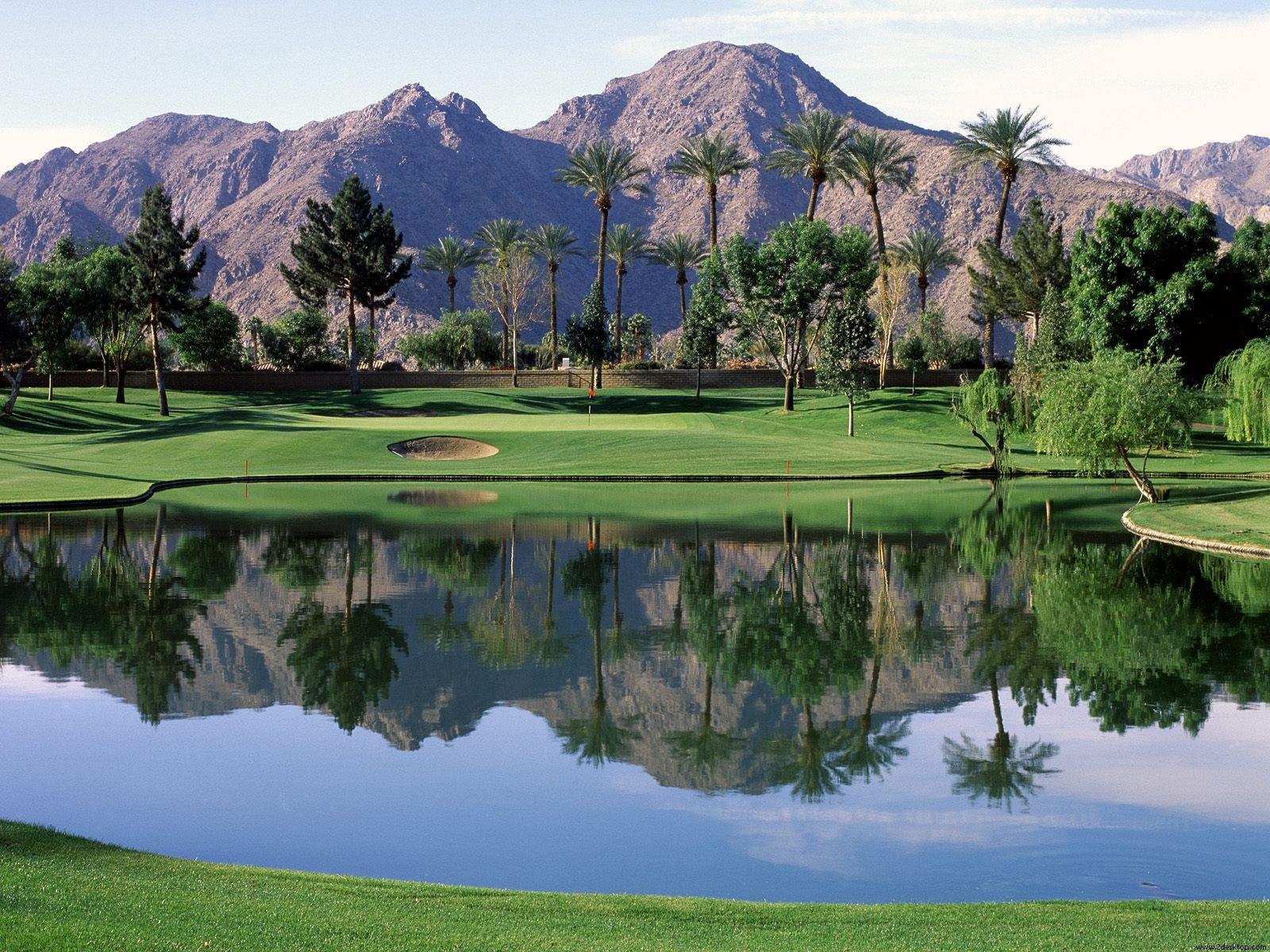 Download grtis de Papis de Parede de Beautiful Golf Course 1600x1200