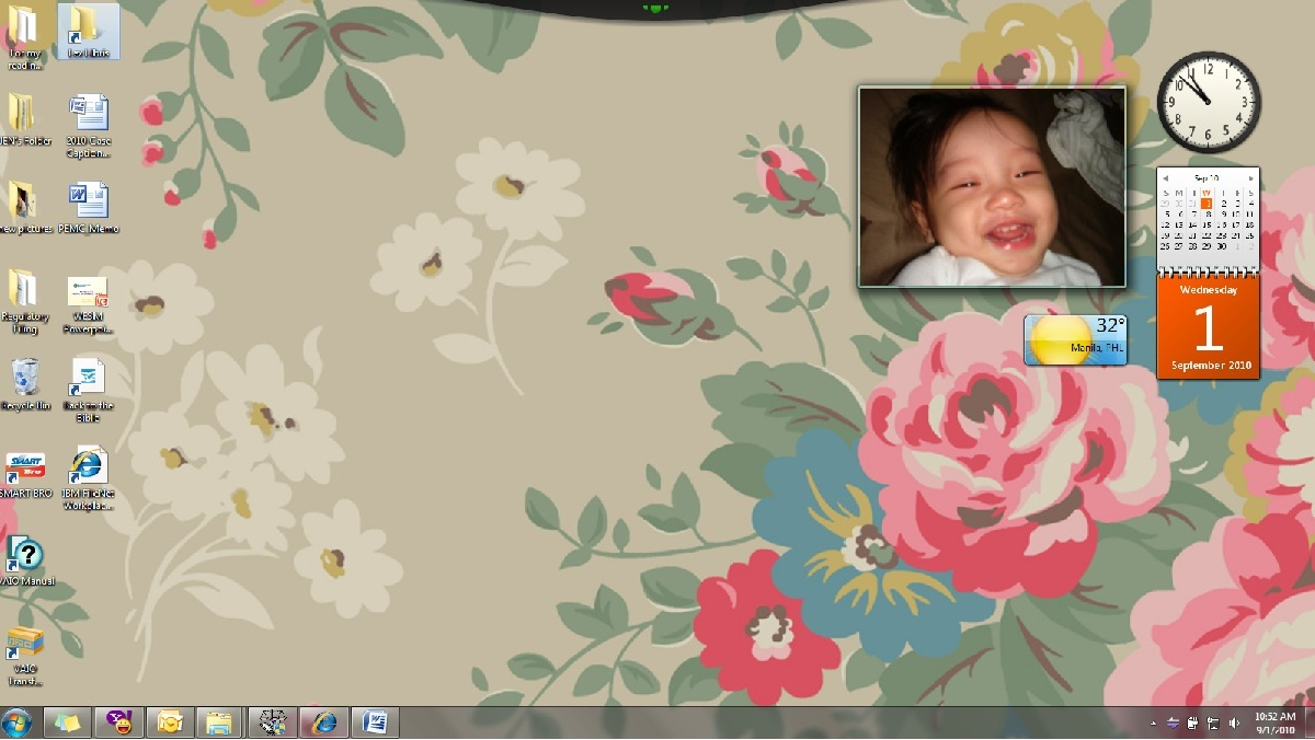 Lets begin with my laptops wallpaper   I liked Cath Kidstons rose 1200x676