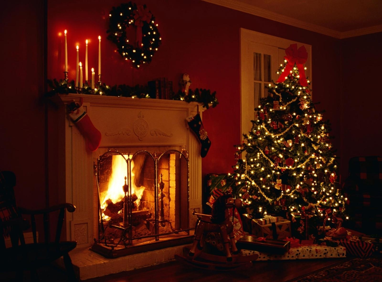 Christmas Tree and Fireplace   Wallpapers Pictures Pics Photos 1600x1180