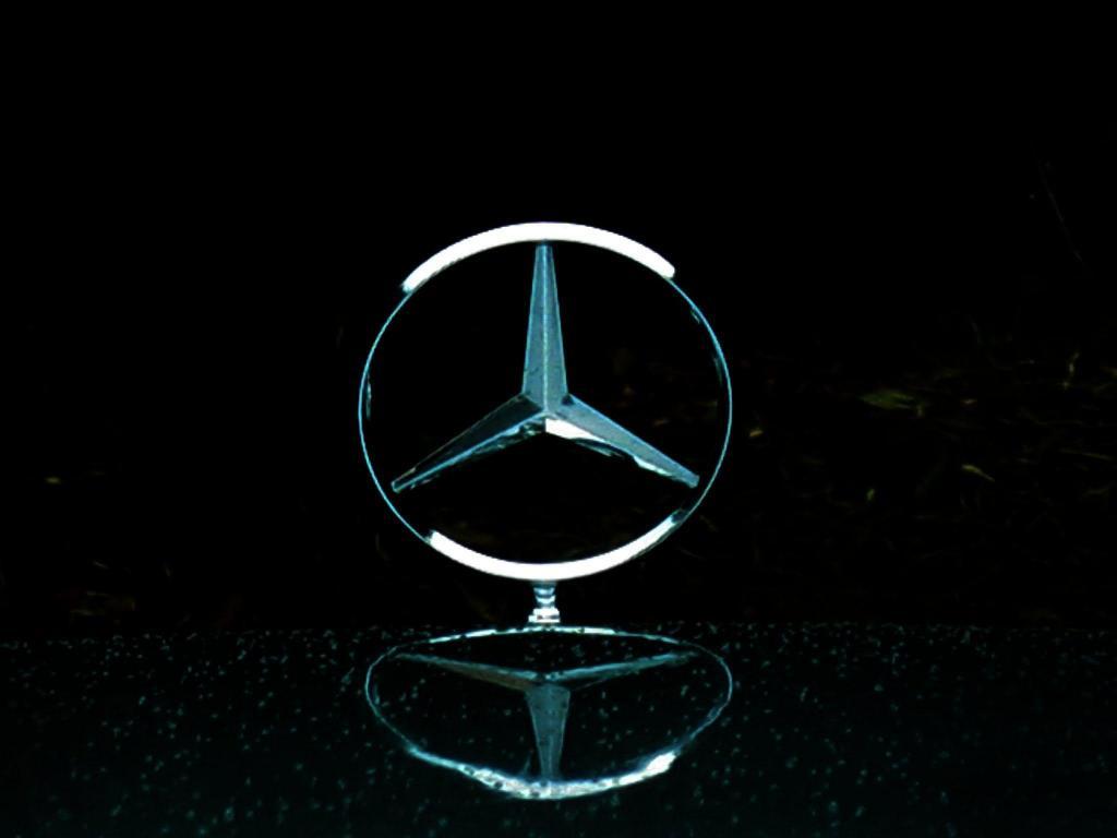 Mercedes In Light Rain HD desktop wallpaper 1024x768