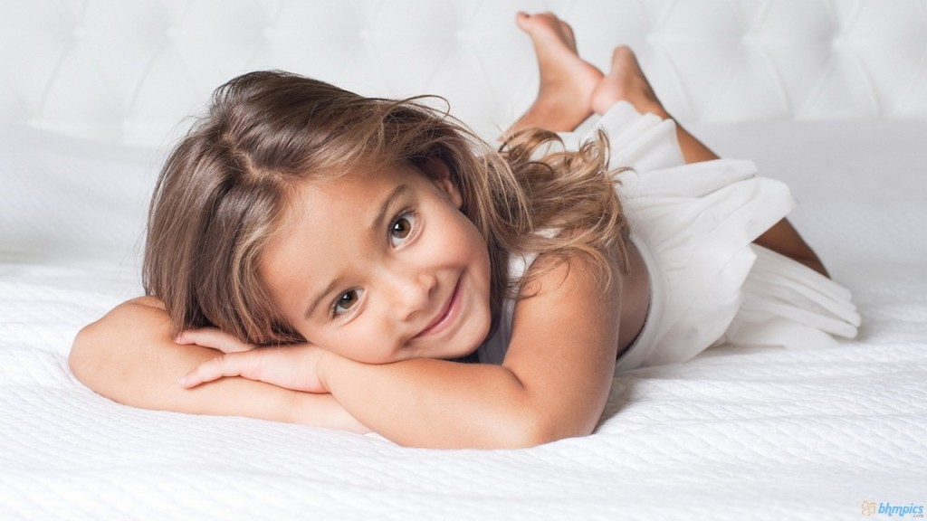 Very Cute Little Baby Girl HD wallpapers   Very Cute Little Baby Girl 1024x576