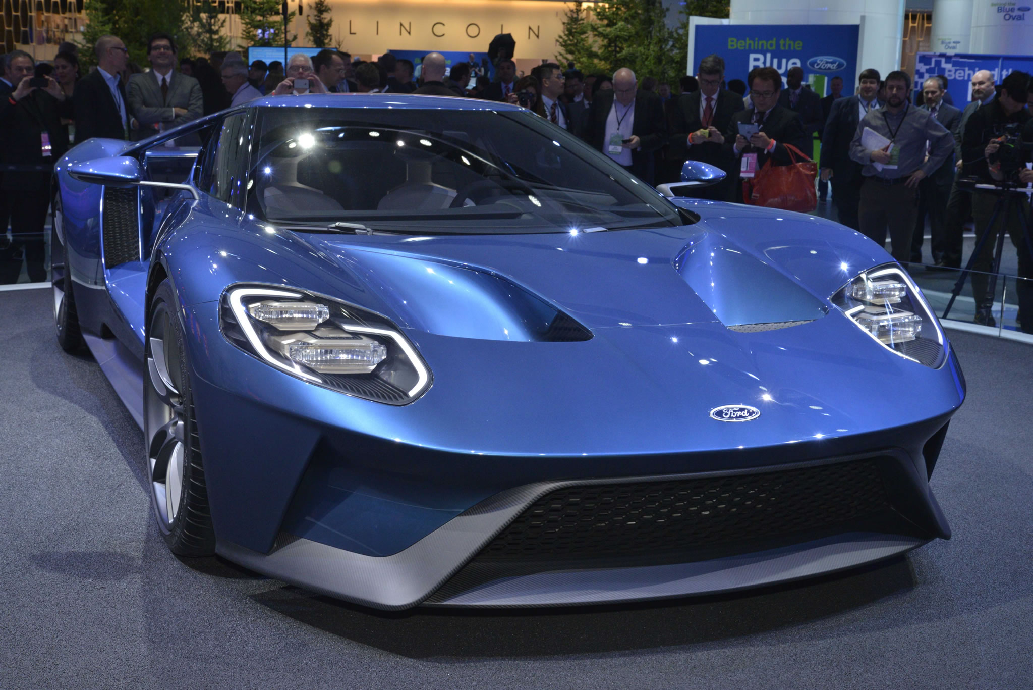 2017 Ford GT at 2015 NAIAS   front photo Blue Oval supercar size 2048x1367
