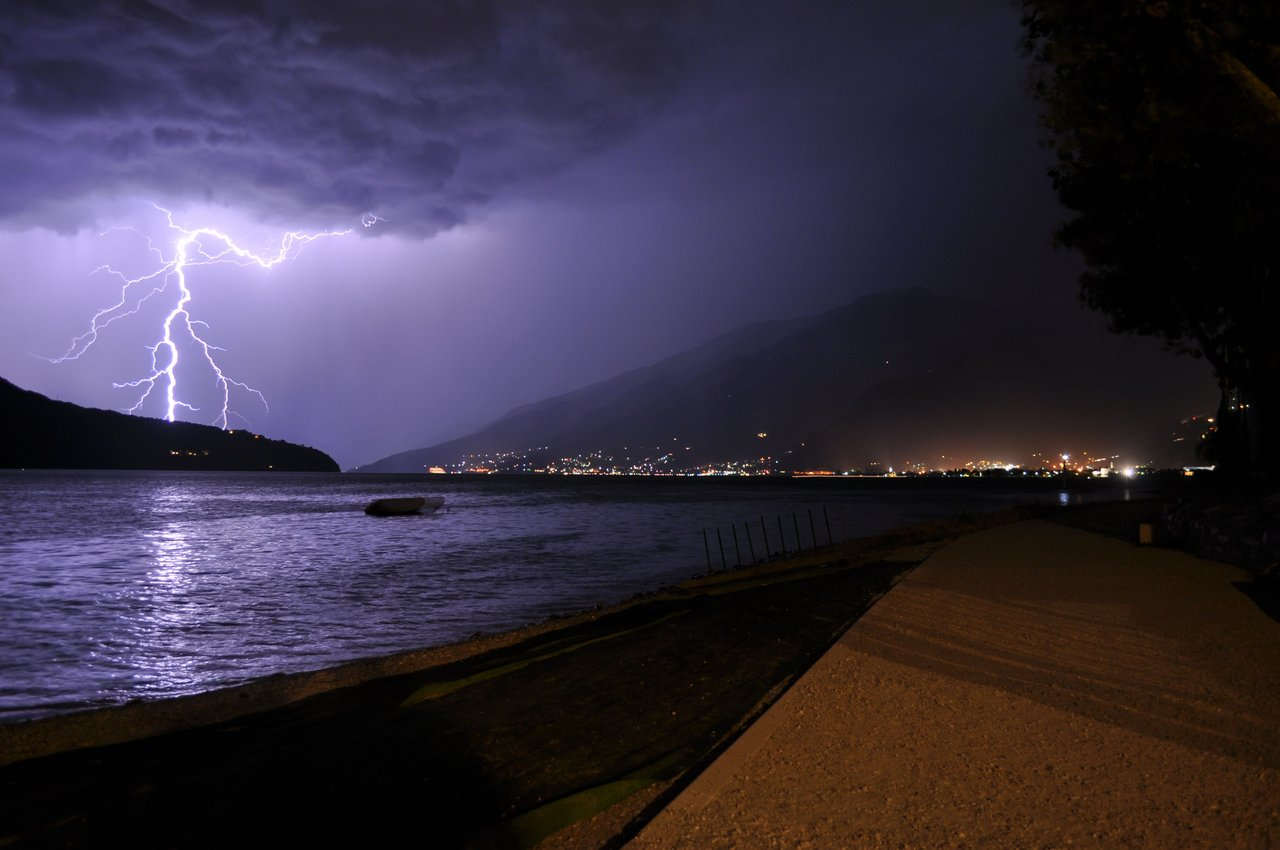 Thunderstorm at Domaso Beach Okay Wallpaper 1280x850