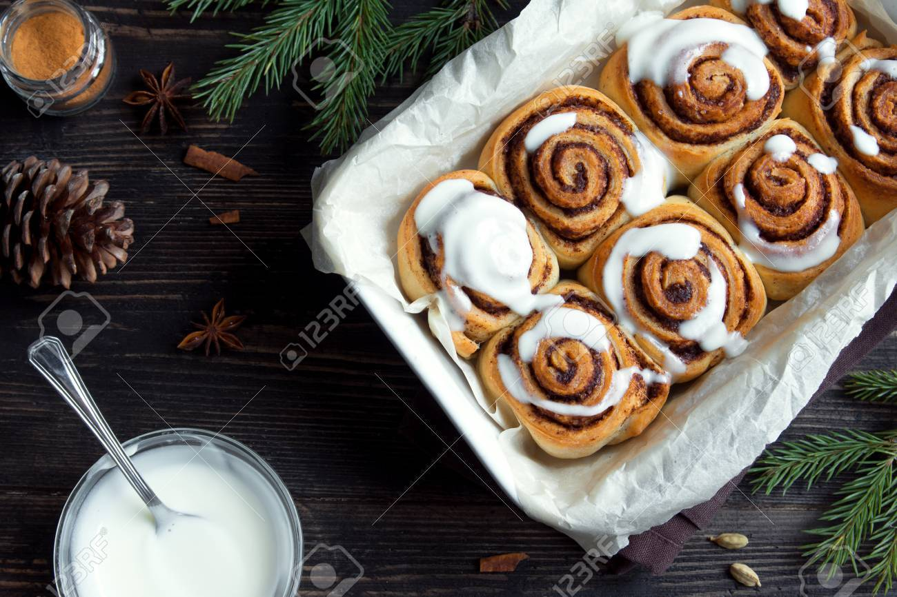 Cinnamon Rolls Or Cinnabon For Christmas Homemade Traditional 1300x866
