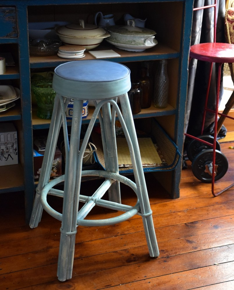 Paint over an old vinyl retro chair or stool 805x1000
