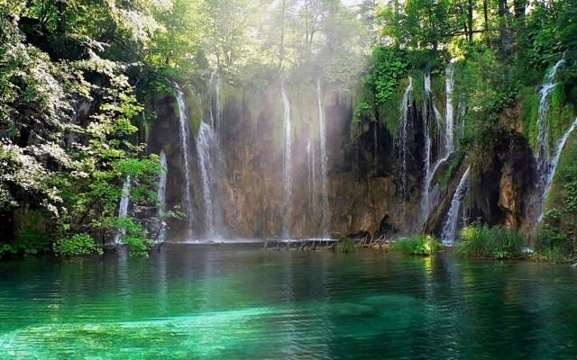 URL httpwwwsmscscomphotomoving waterfall wallpaper mac3html 640x400