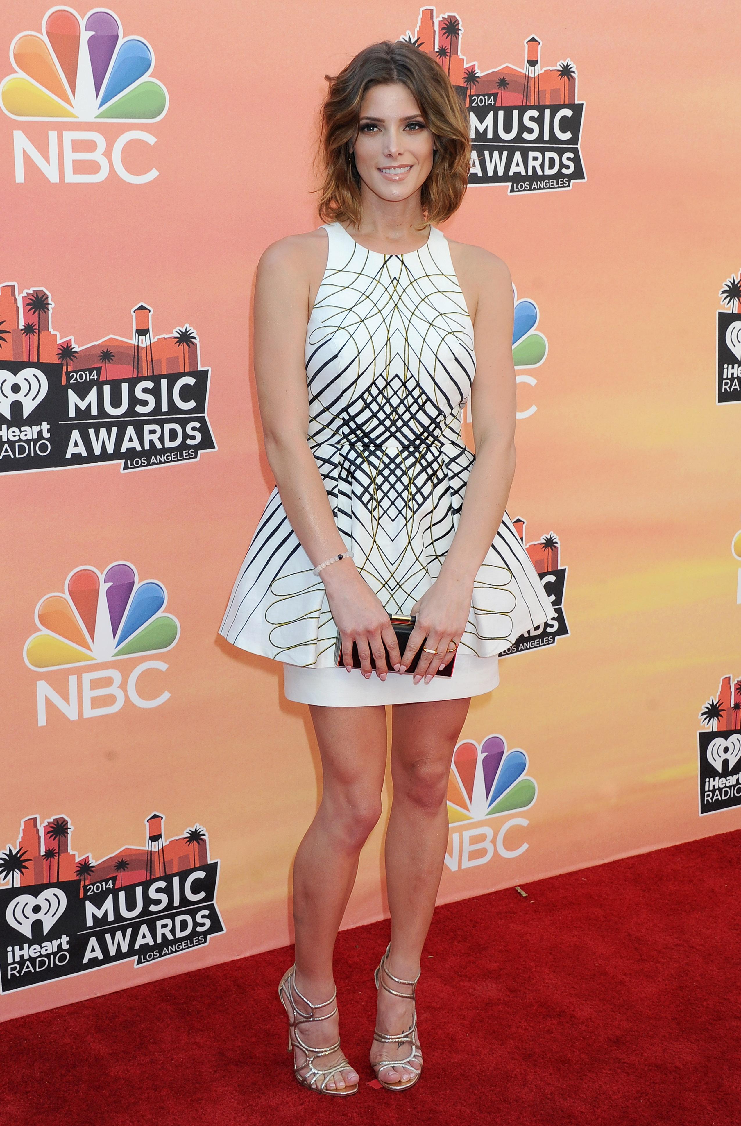 Ashley Greene   2014 iHeartRadio Music Awards   GotCeleb 2550x3876