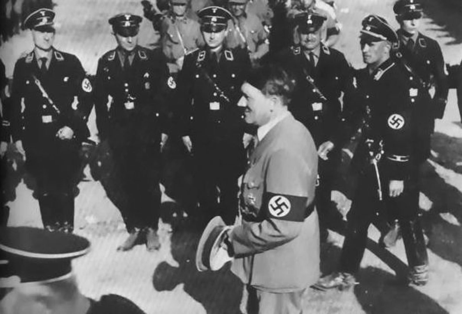 Hitler Inspecting Group Of Allgemeine Ss Soldiers   Historical Nazi 1588x1080