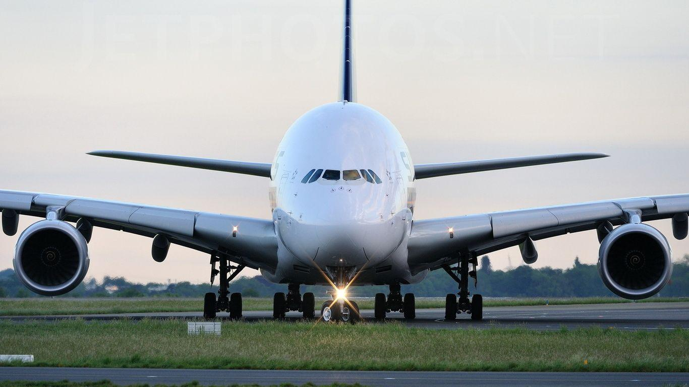Airbus A380 Wallpapers 1366x768