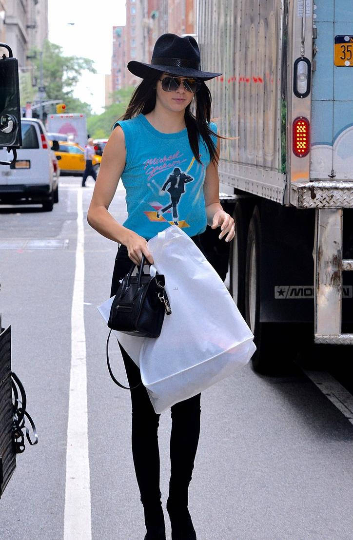 kendall jenner got her michael jackson top on   Michael Jackson 724x1108