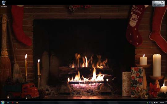 Animated Fireplace with Christmas Stockings 540x337