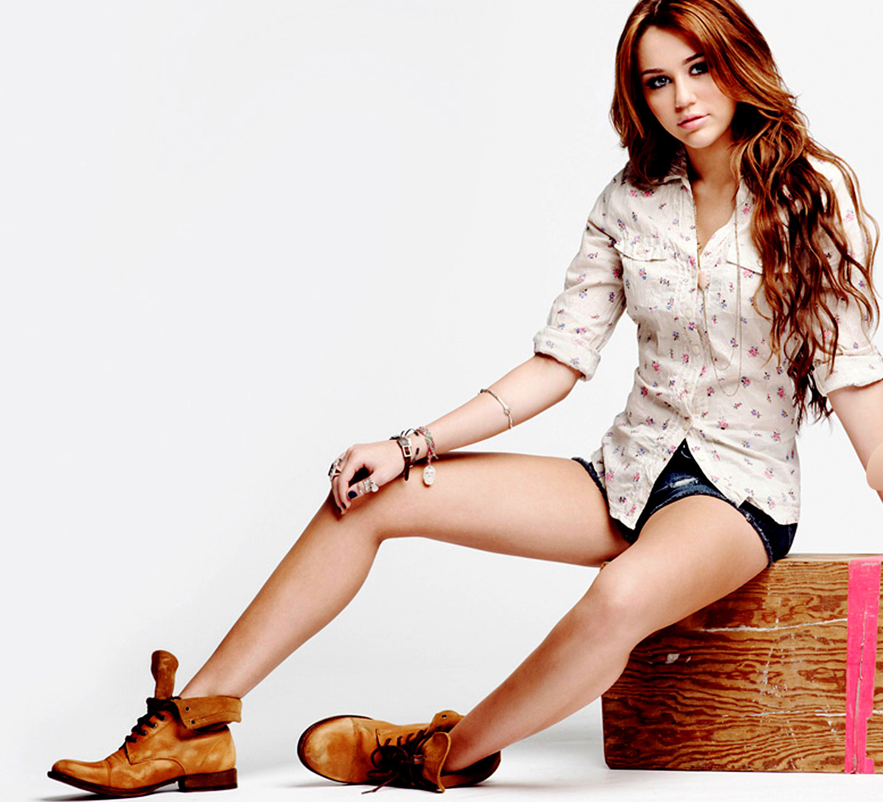Miley Cyrus MC Wallpaper 1740x1581