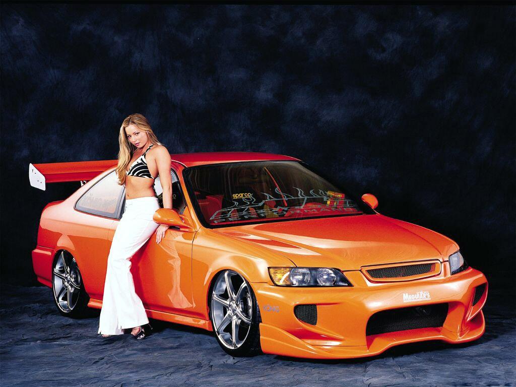 Girl and Car wallpaper 09 1024x768