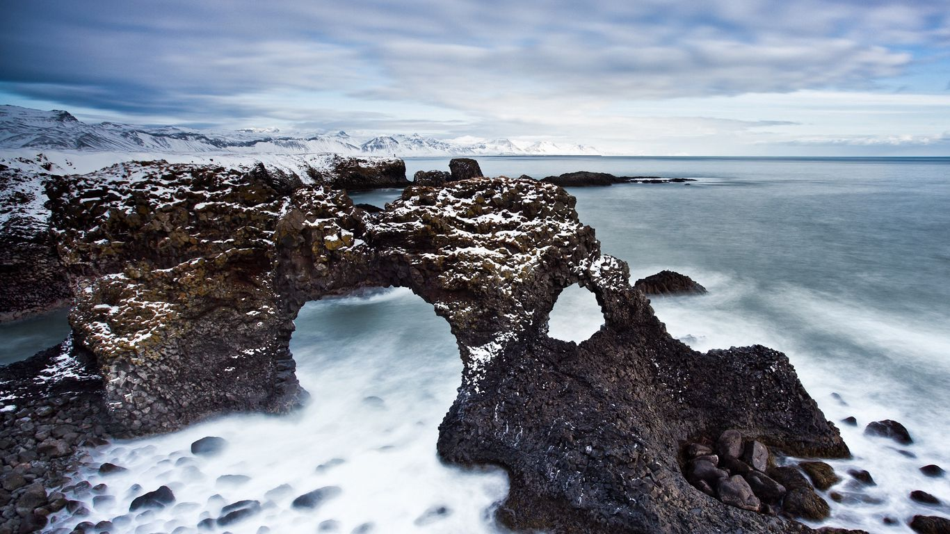 Download wallpaper 1366x768 reeves arches stony coast cold 1366x768