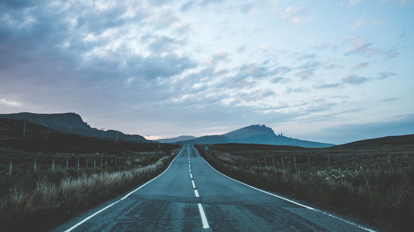Download wallpaper 1366x768 road marking mountains portree 1366x768