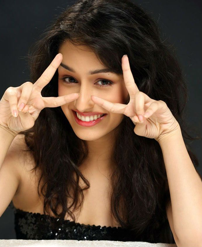 shraddha kapoor smiling sexy wallpapers download Shradhha kapoor 692x845