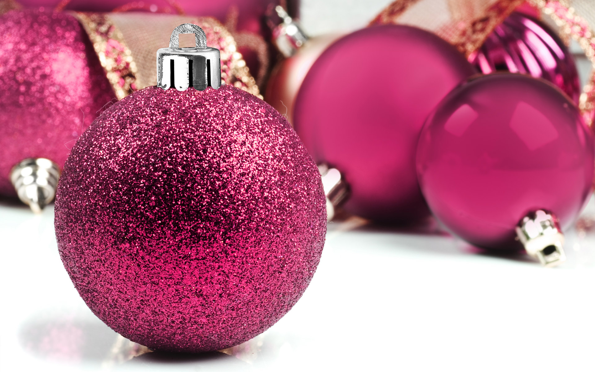 Christmas balls Christmas baubles and Christmas Decorations 1920x1200