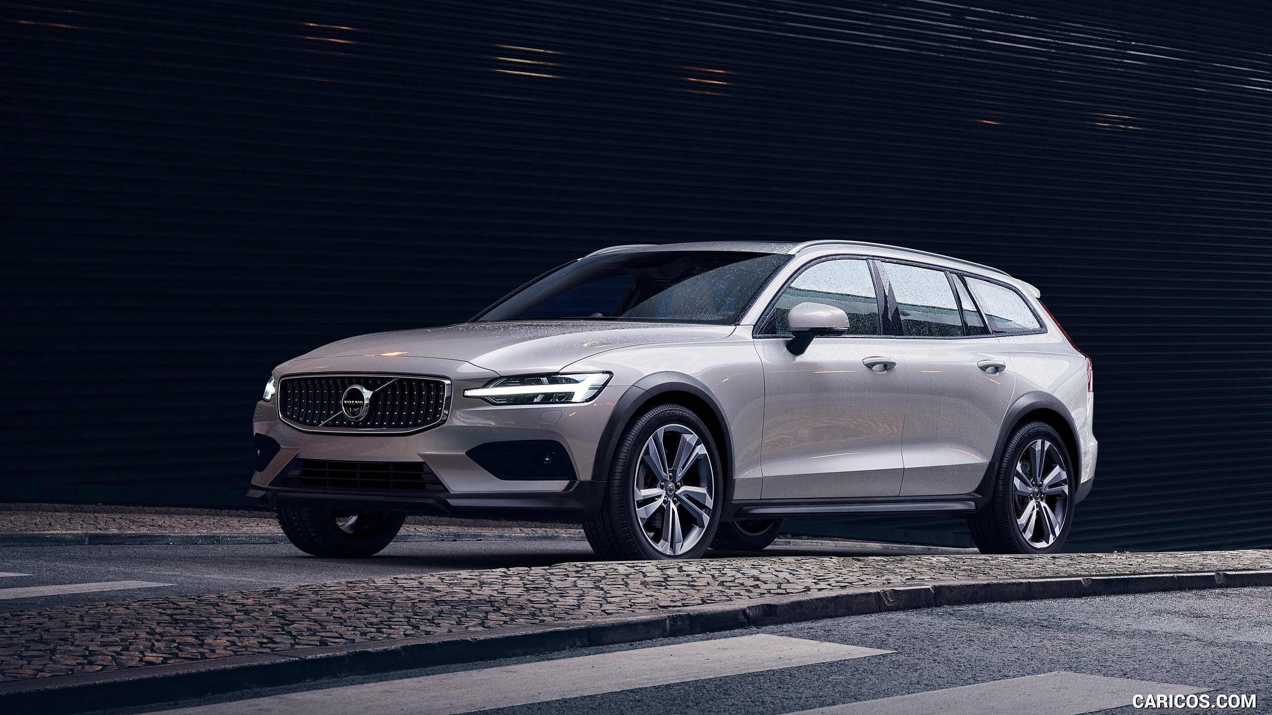 2019 Volvo V60 Cross Country   Front Three Quarter HD Wallpaper 1 2560x1440