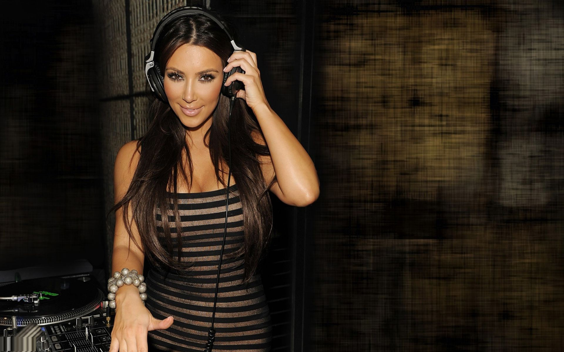 Kim Kardashian Wallpapers Hd 14800 Wallpaper Wallpaper hd 1920x1200