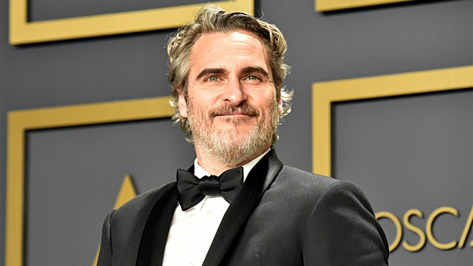 Joaquin Phoenix Quotes Late Brother River in Emotional Best Actor 970x546
