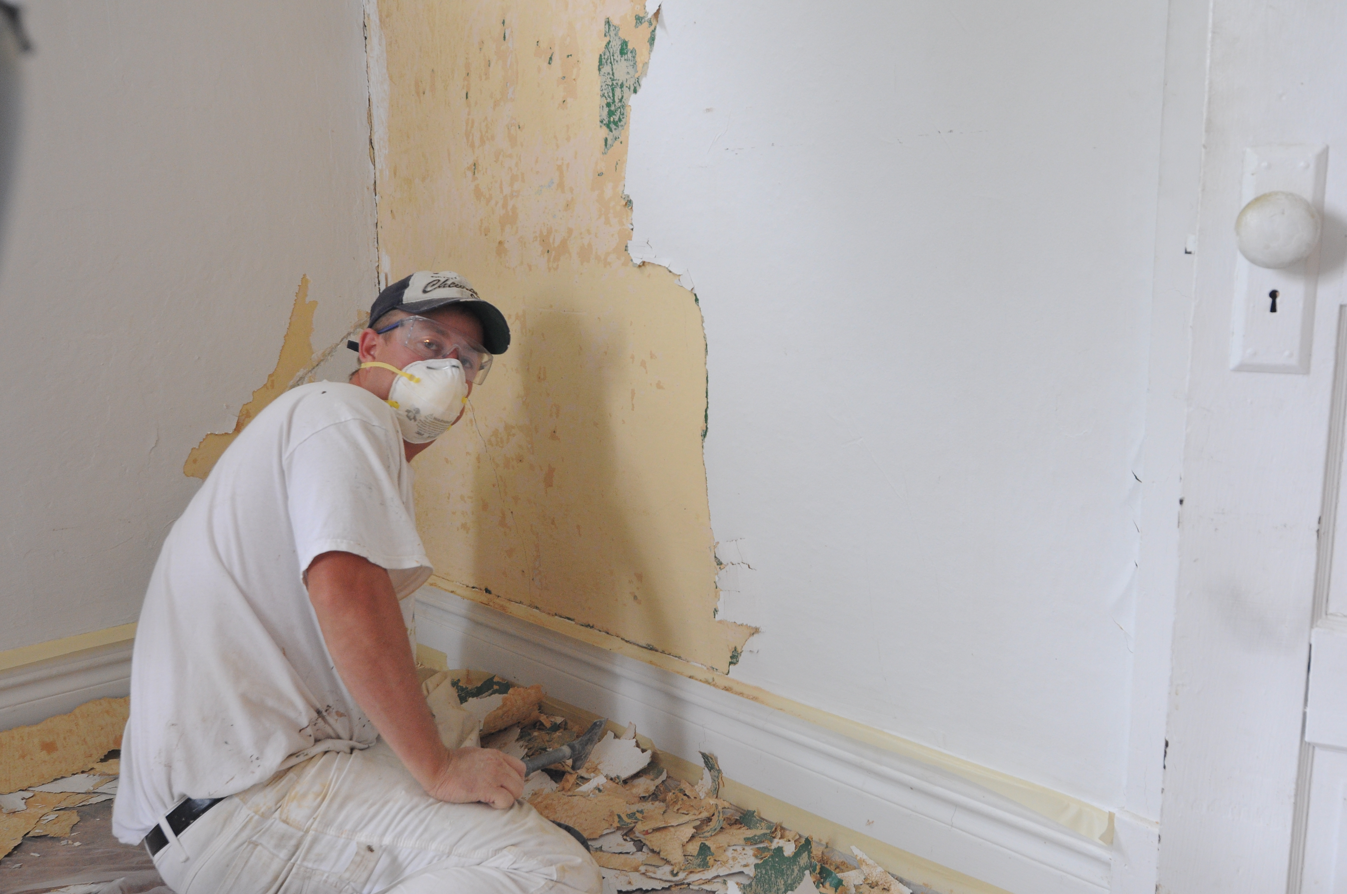 Removing wallpaper and repairing walls 4288x2848