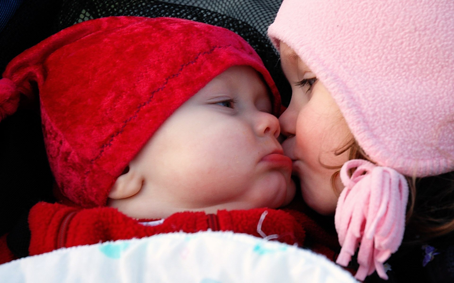Cute Kiss Wallpapers HD Wallpapers 1920x1200