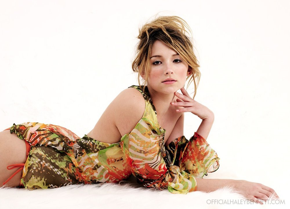 Haley Bennett Wallpaper Download Here 1000x722