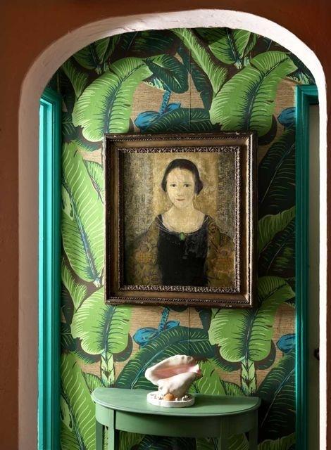 de jungle met het Martinique Banana Leaf wallpaper van Hinson   Roomed 470x640