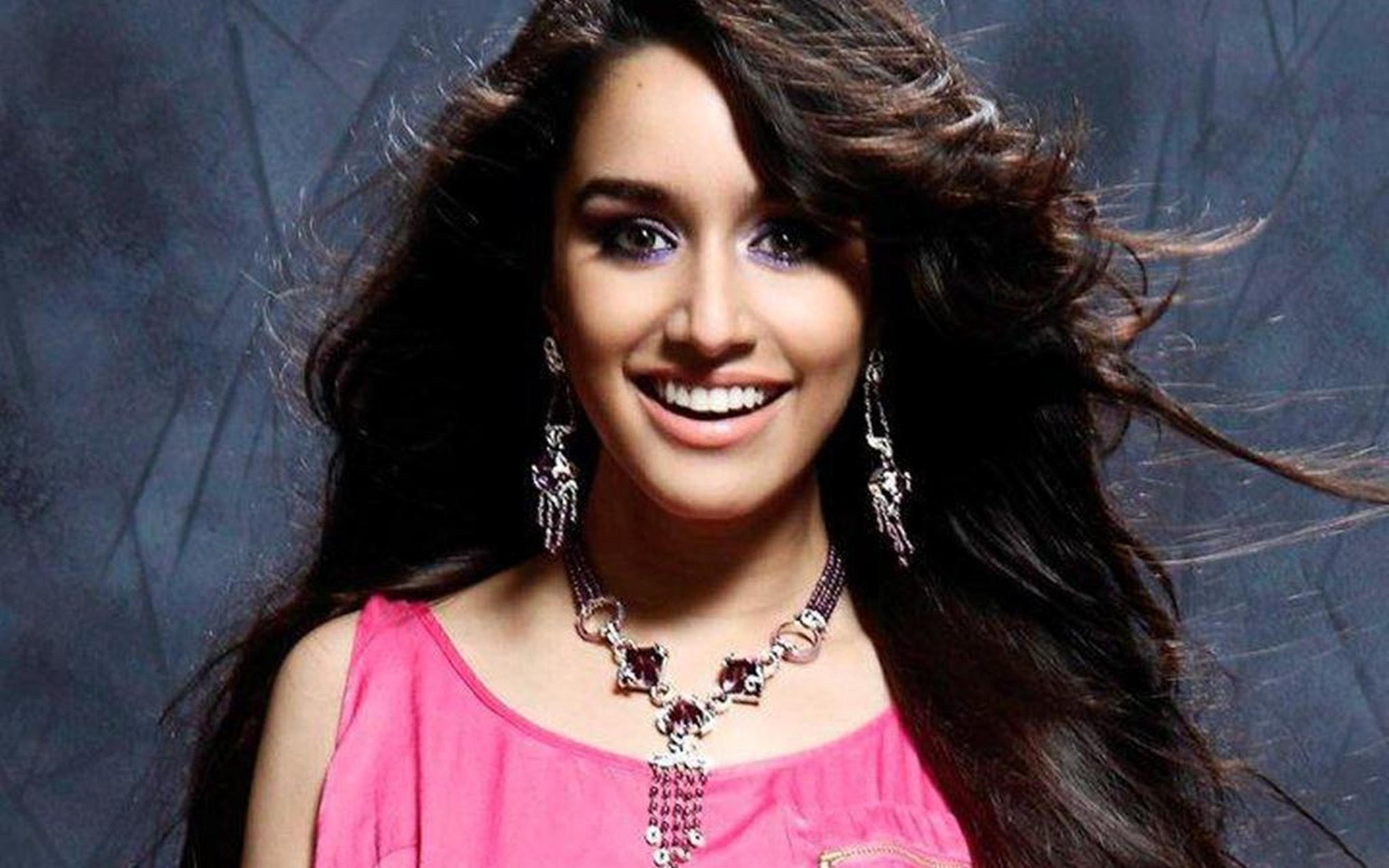 Shraddha Kapoor Cute Smi HD Wallpaper Background Images 2880x1800