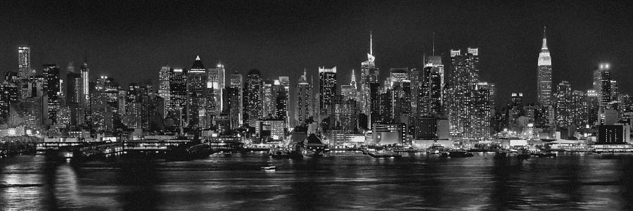 new york city nyc skyline midtown manhattan at night black and white 900x300