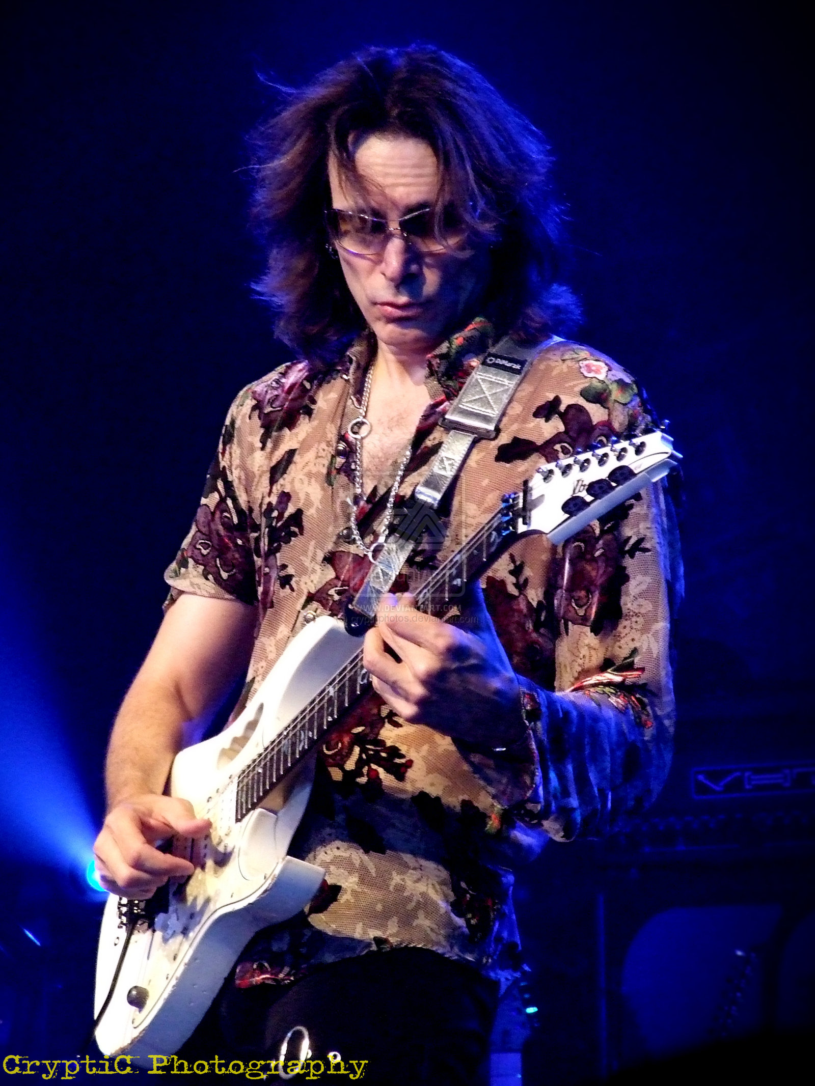 steve vai Steve vai is an american guitar player, songwriter and producer he started his career in 1980 playing with frank zappa and has since recorded and toured with alcatrazz, whitesnake, david lee roth and public image ltd.