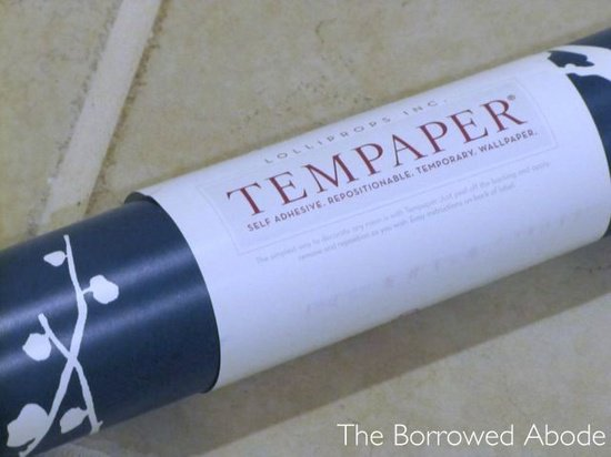 Rental friendly temporary wallpaper by Tempaper Designs rental 550x412