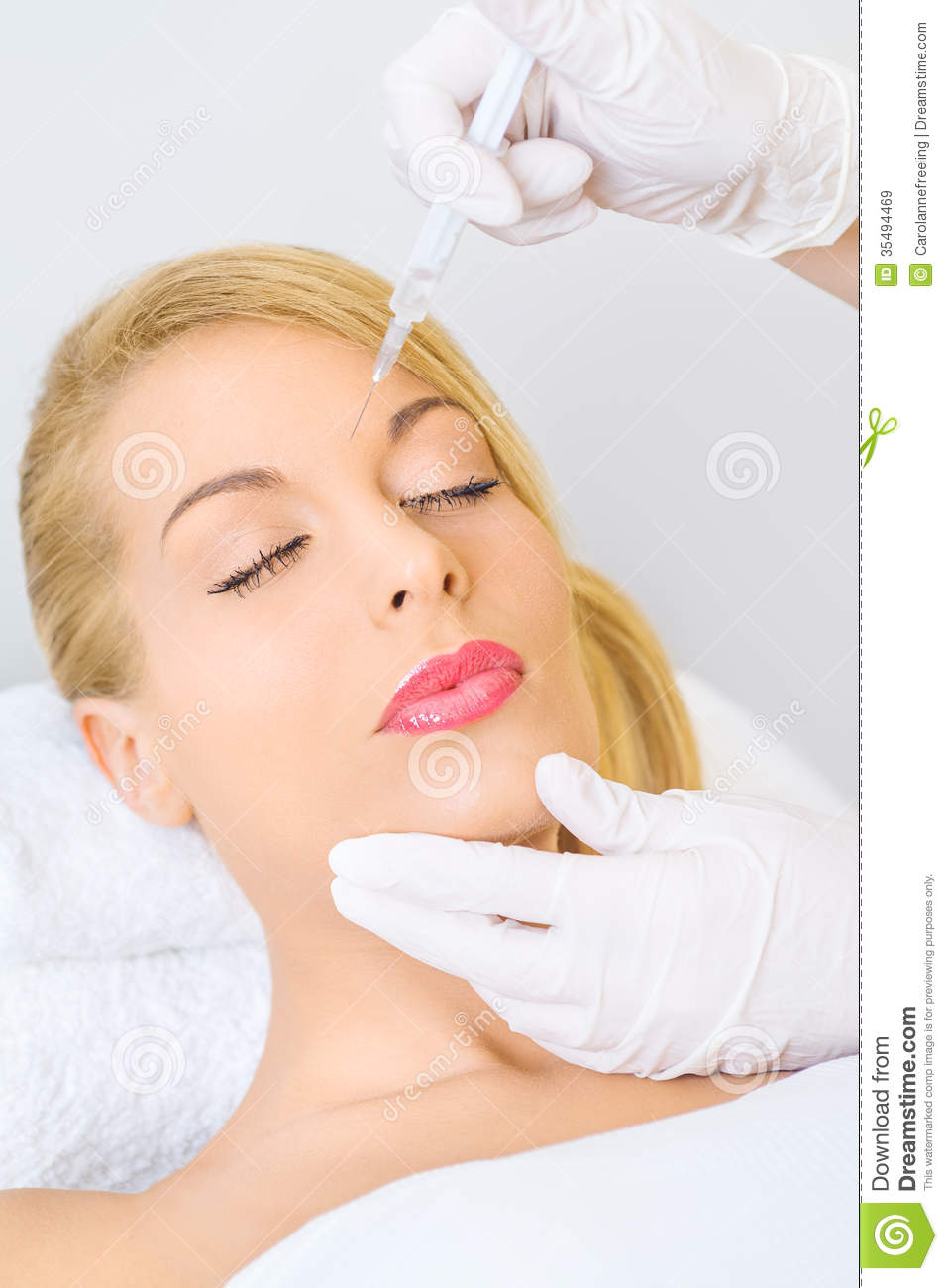 Best Woman recieving botox injection in forehead Wallpapers 8 957x1300