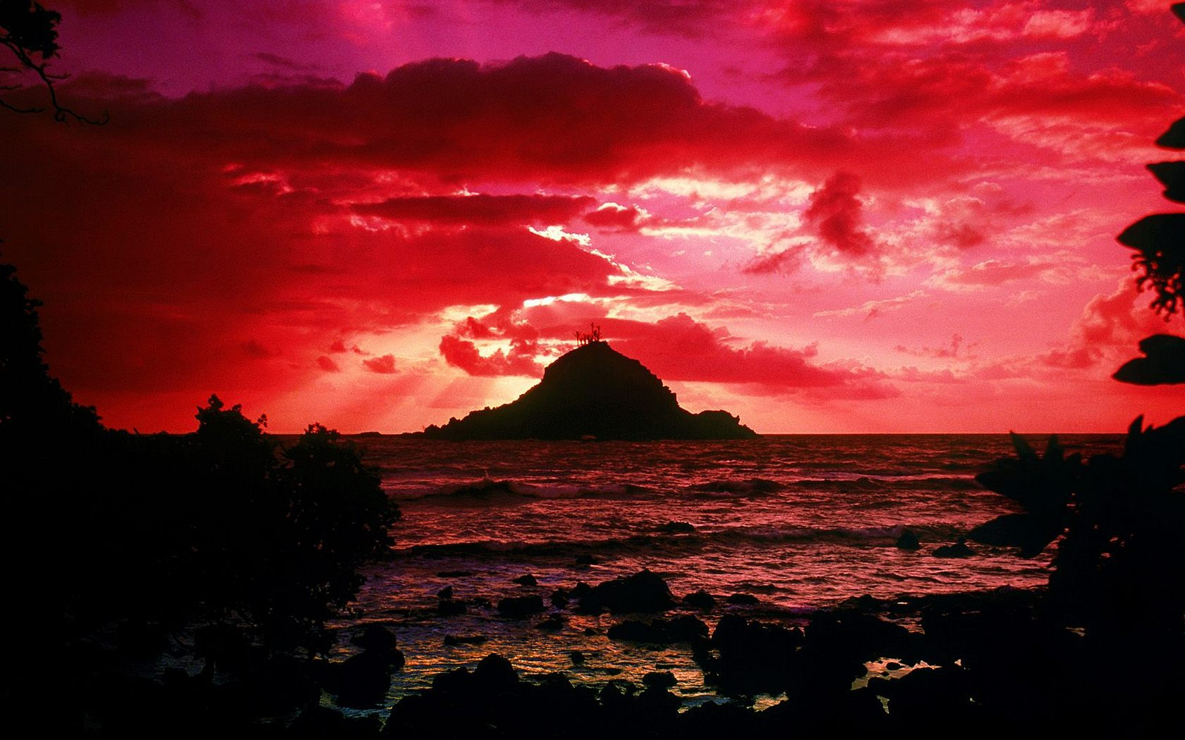 Download High quality Alau Island Maui Hawaii Sunset Wallpaper 1680x1050