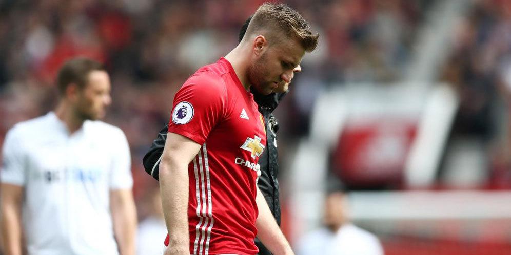 Mourinho Perkirakan Cedera Luke Shaw Buruk   Bolanet 996x498