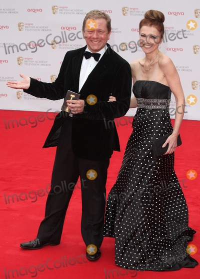 Photos and Pictures   Jon Culshaw and Emma Samms arriving 400x559