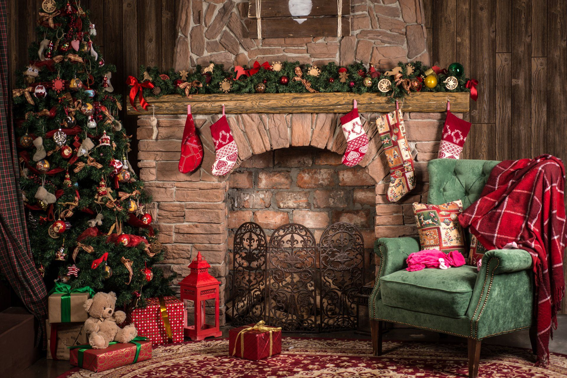 Holiday Christmas Holiday Christmas Tree Living Room Fireplace 1920x1281