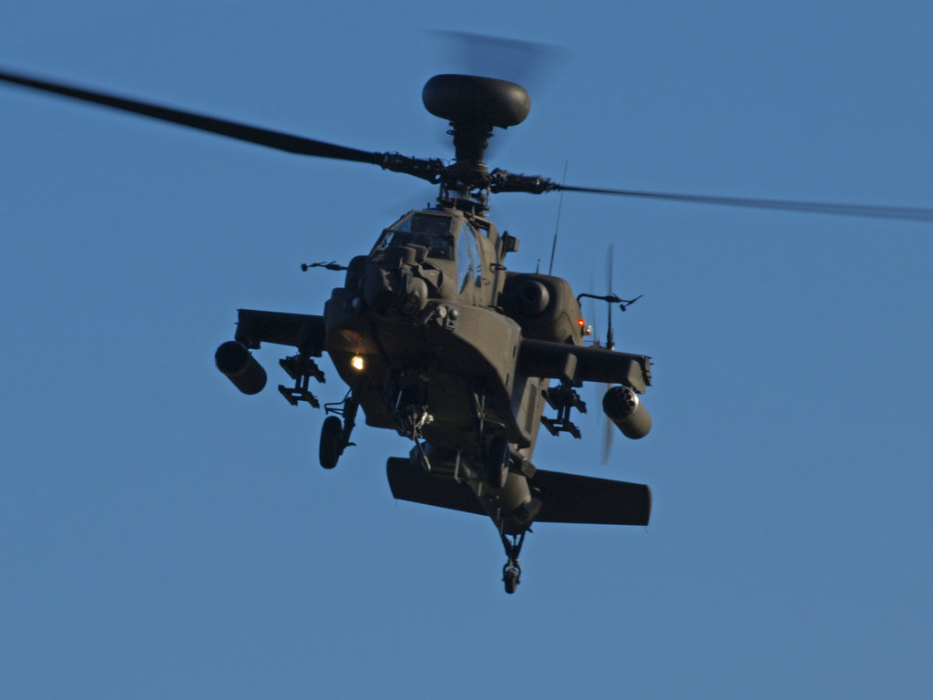 Apache Longbow by davepphotographer 1024x768