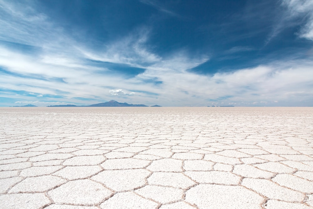 Salar de Uyuni HD photo by Samuel Scrimshaw samscrim on Unsplash 1000x667