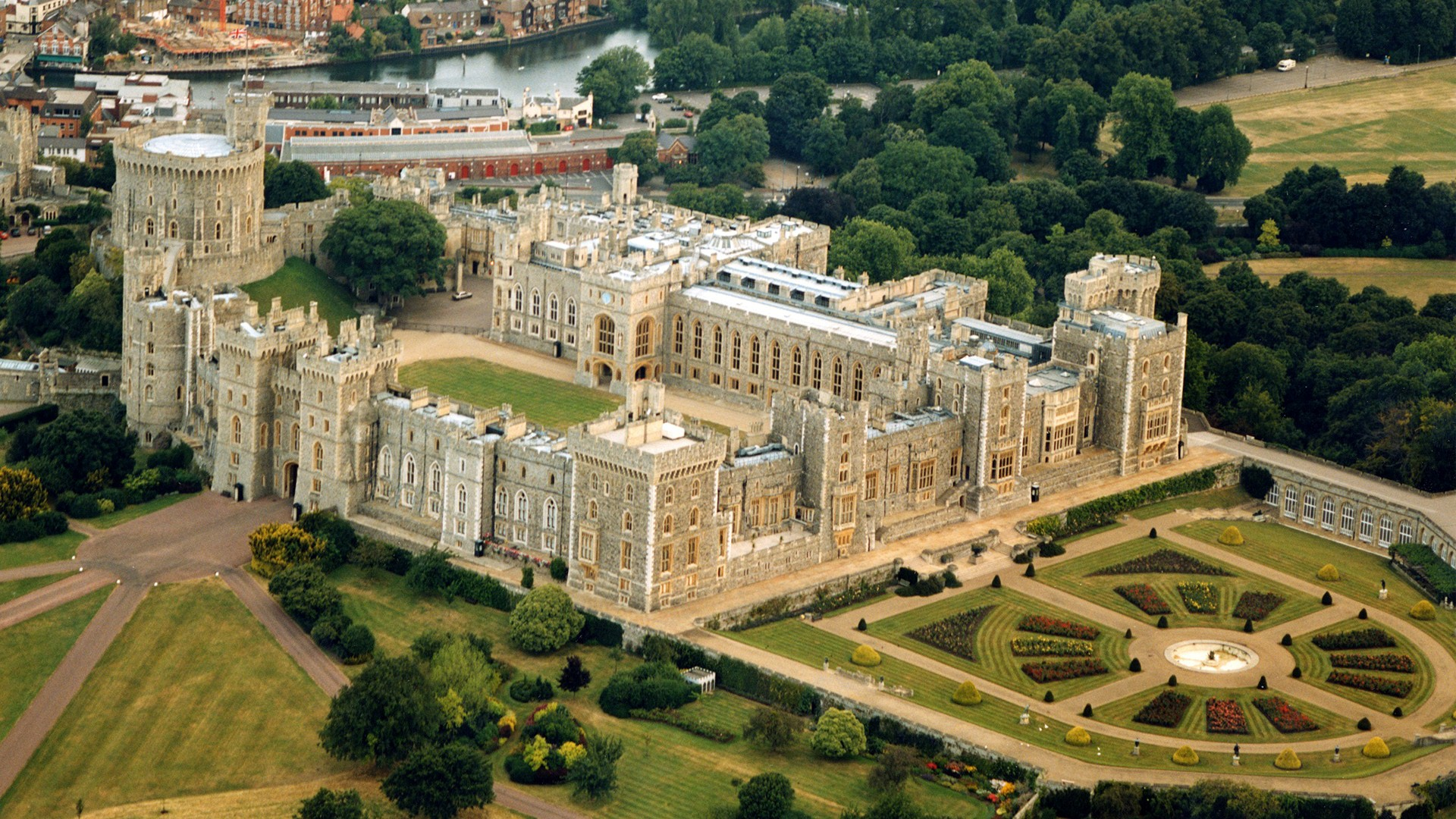 Royal Residence Windsor Castle in UK HD Wallpapers 1920x1080