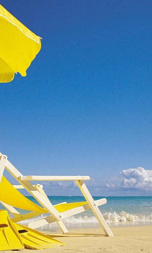 Желтый зонтик, шезлонг, море  № 1938166  скачать