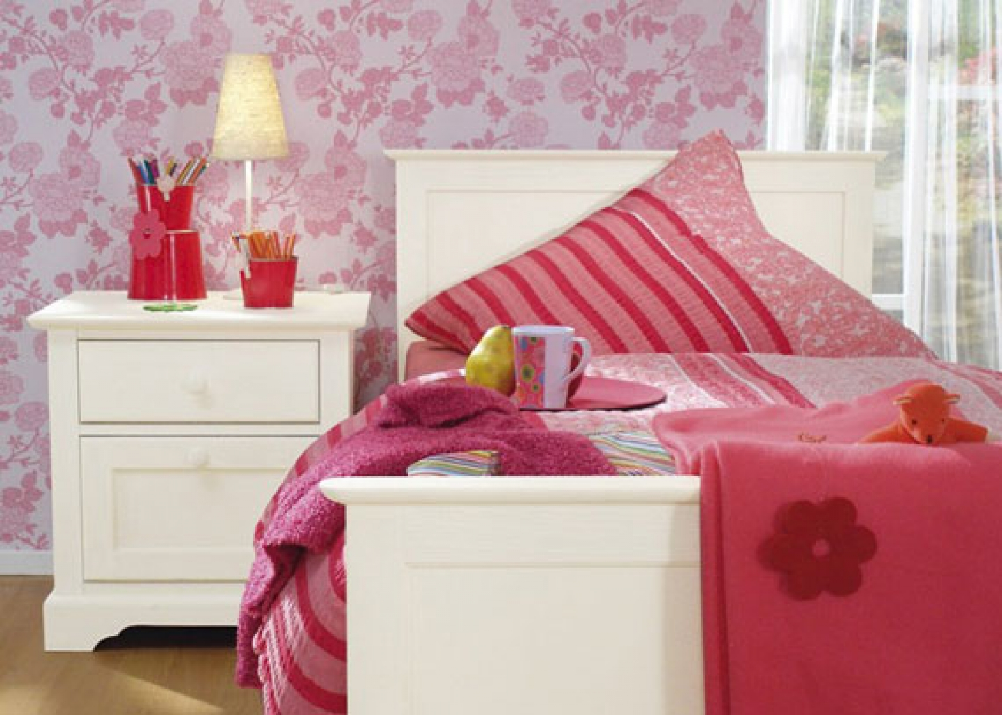 bed bedroom bedroom design flower wallpaper girl bedroom design girls 1440x1028