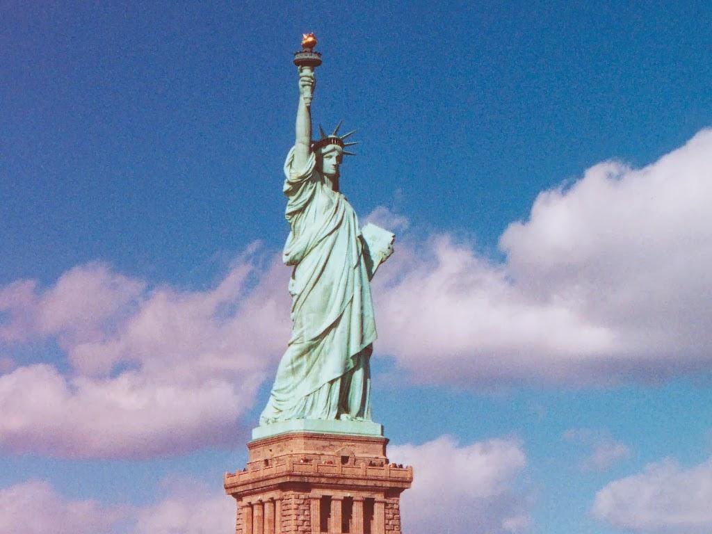 Statue of liberty wallpaper 1024x768