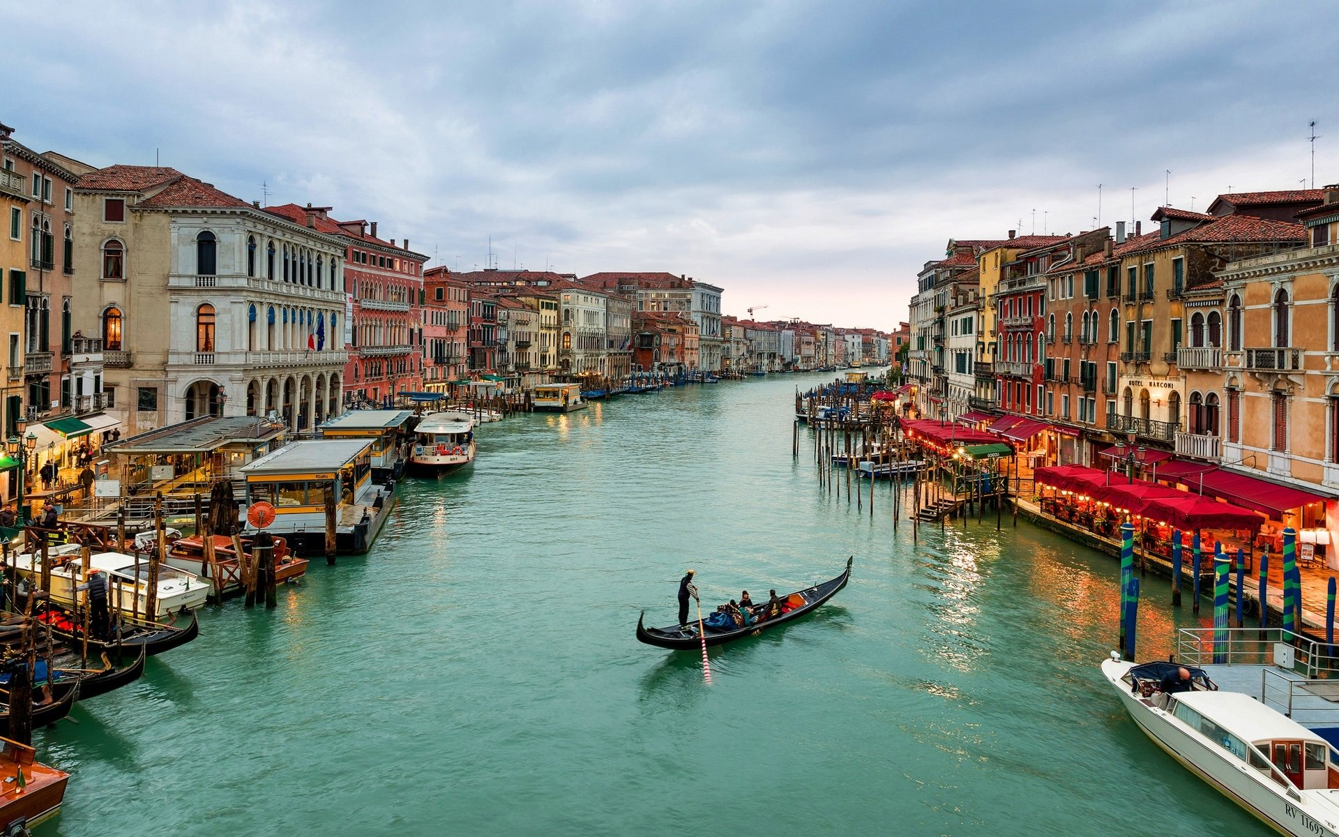 Grand Canal in Venice Italy HD Wallpaper Background Image 1920x1200