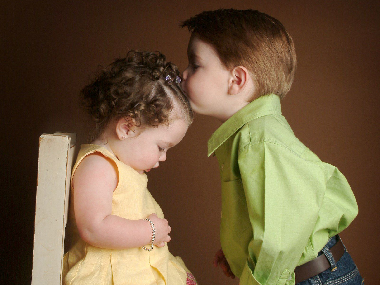 Cute Little Baby Girl And Boy Kissing HD Wallpaper 1600 x 1200 1600x1200