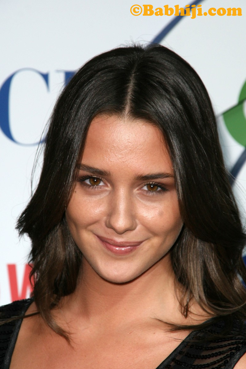 Addison Timlin Photo 01   Mobile Wallpapers 800x1200